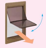 つに折れるフラップが、押し開ける際の当たりを柔らかくし、尻尾の挟まり防止にもなります。